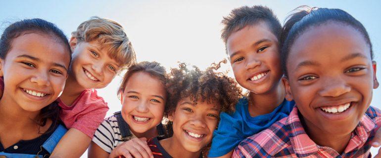 Lachende-Kinder