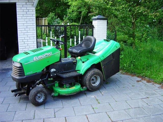 Rasenmäher, Traktor, Mähmaschine, Gartenpflege