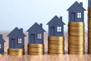 Kleine Häuser und Münzen